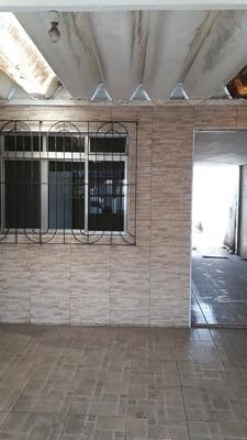 3 Quartos, 1 Banheiro, 1 Cozinha, 1 Sala E Garagem