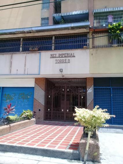 Apartamento En Urbanizacion El Centro, Maracay / 04144685758