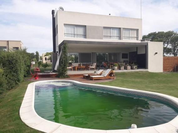 Casa En Venta En Pilar Del Este, Barrio Santa Guadalupe