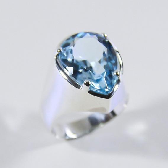Anel Com Gracioso Topázio Azul Natural