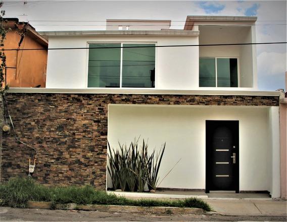 En Venta Hermosa Casa En Toluca, Con Acabados De Lujo A Tan Sólo 40 Minutos De Santa Fe