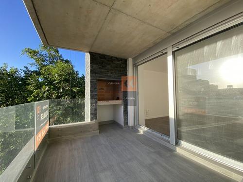Apartamento En Alquiler De 2 Dormitorios Con Parrillero Propio En Cordón- Ref: 8406