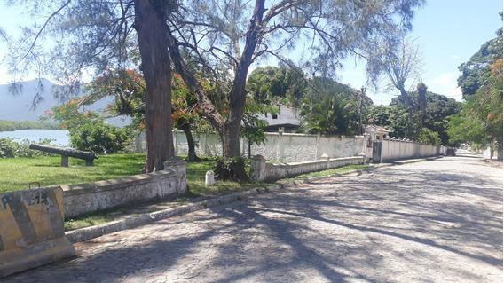 Casa Com Marina E Vista Indevassável Em Barra De São João