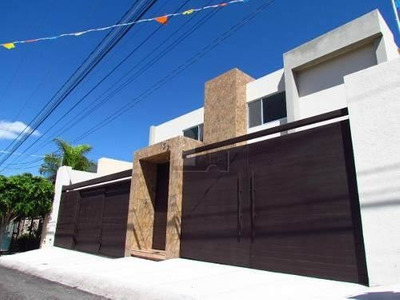 Estrena Residencia De Lujo En La Principal Zona De Juriquilla Con 4 Recámaras
