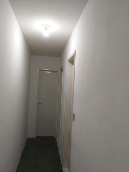 Apartamento Com 2 Quartos +1 Dependência. Otima Localização