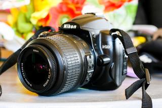 Camara Profesional Nikon D5000 En Buenas Condiciones