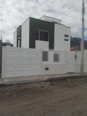Ibarra Vendo Casa Estrenar Amplia Independiente 0988267529..