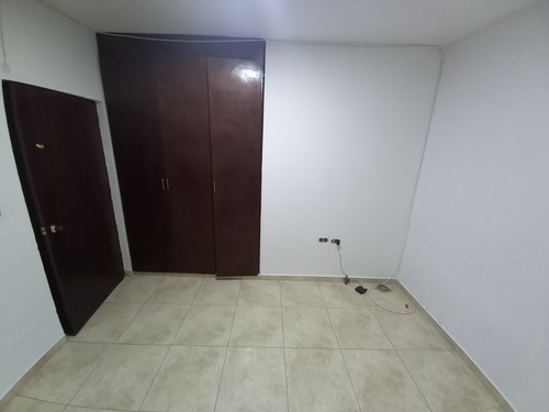 Imagen 1 de 1 de Se Arrienda Habitación Con Closet Y Parqueadero