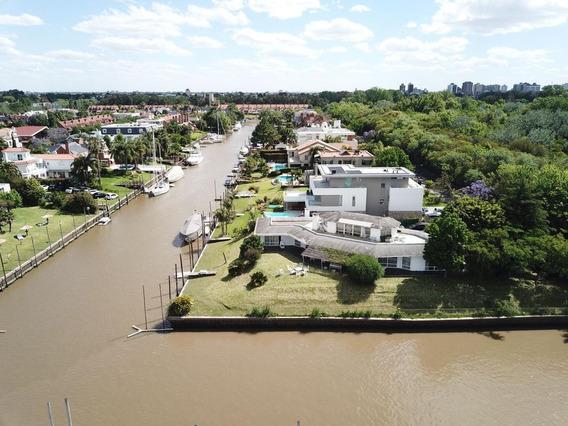 Casa Frente Al Rio En El Mejor Barrio Nautico.