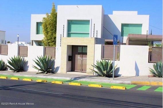 Casa En Venta En Juriquilla, Queretaro, Rah-mx-20-3024