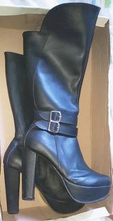 Botas De Cuero Color Negra Con Plataforma Y Caña Alta Num 39