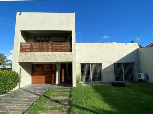 ¡hermosa Casa En Inmejorable Punto En Carrasco!