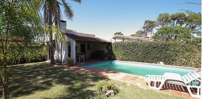 Casa En Muy Linda Zona De Carrasco Norte. Ref: 4230