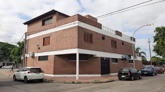 Excelente Casa - Sobre Sabattini - Mejor Zona Comercial - Banco Macro - Apto Vivienda, Oficinas, Consultorio 200 M2 Cub Cochera