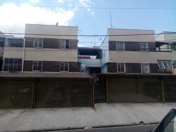 Apartamento 2 Quartos, Sala Ampla, Área De Lavar, Banheiro.