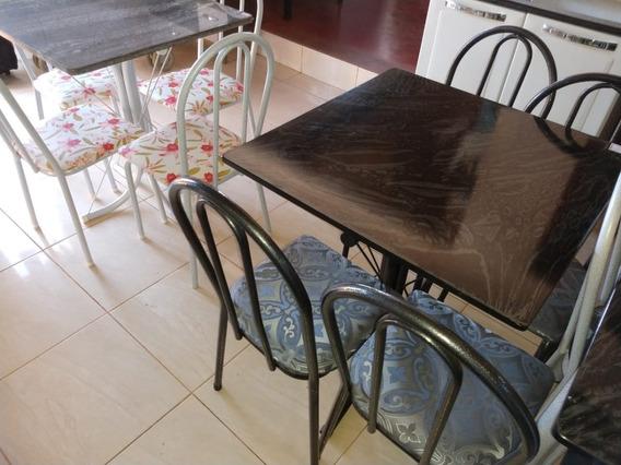 Mesa Califórnia Tampo Pedra Ardosia Com 4 Cadeiras Na Cor Preta Craqueada