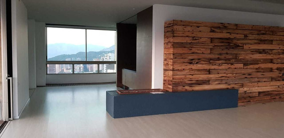Venta De Espectacular Apartamento En El Poblado, Sector Los Balsos