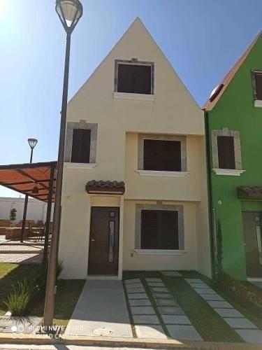 Casa En Venta Fracc. Estilo Europeo En San Lorenzo Almecatla
