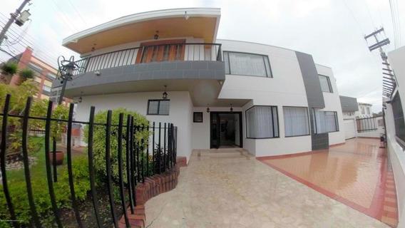 Casa En Venta Pontevedra(bogota) Cod Ler:20-496