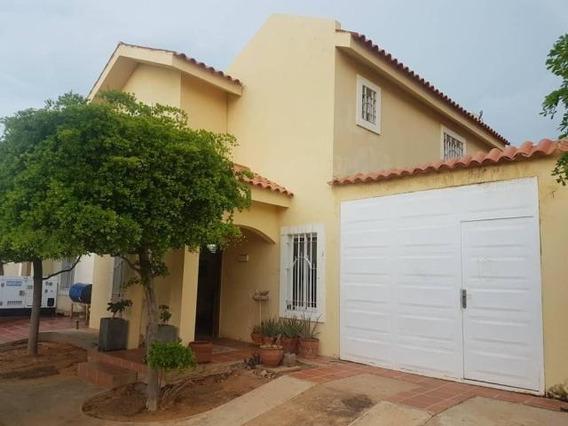 Thownhouse En Venta Milagro Norte 20-475 Andrea Rubio