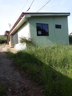 Casa Nueva, Dos Cuartos, 1 Baño, Sala, Comedor, Cocina.