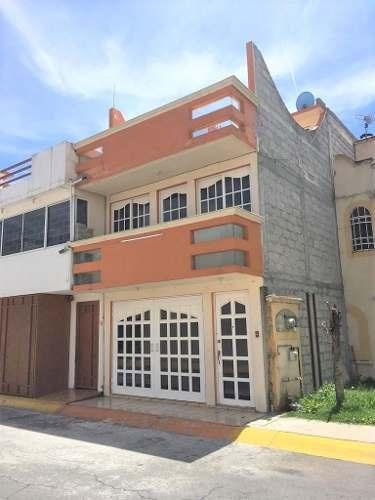 Casa En Venta En Las Américas Ecatepec De 3 Niveles.