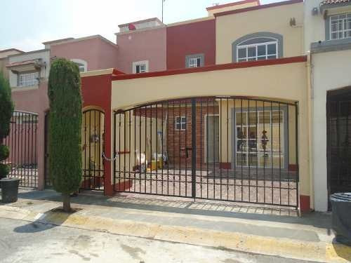 Bonita Casa De Dos Plantas En Fraccionamiento Cerrado