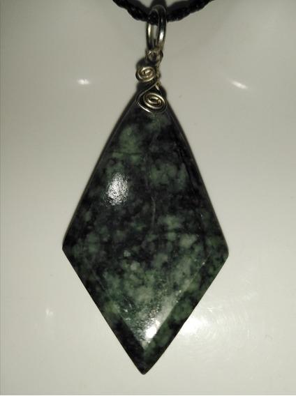 Dije De Jade Verde Oscuro Guatemala