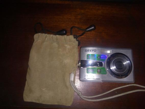 Cámara Digital Sanyo + Cargador De Baterias Aa Y Aaa