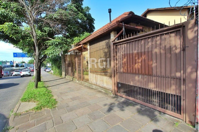 Casa Em Teresópolis Com 4 Dormitórios - Bt8917