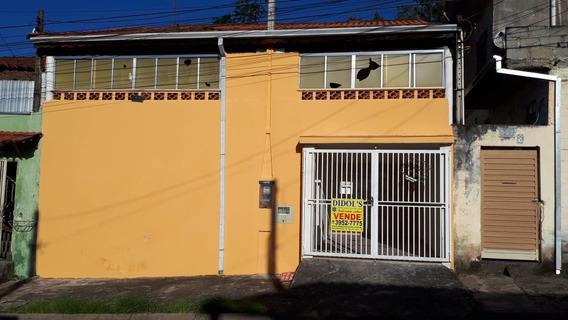 Casa Com Dois Quartos (1 Suite), Garagem Coberta, Sótão