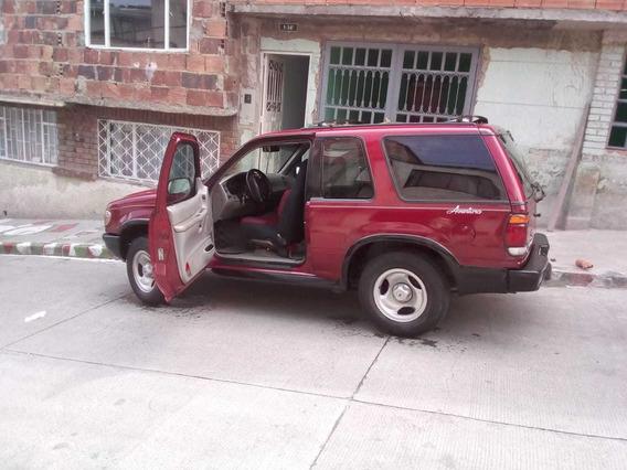 Camioneta Ford Explorer Adventure Roja