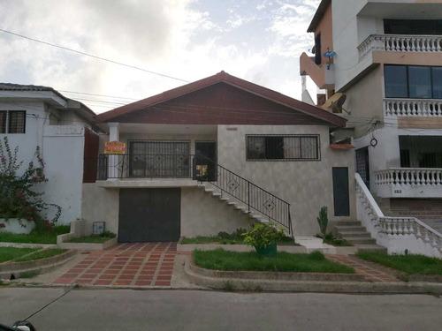 Casa En Venta En Las Delicias. Amplia Para Ti