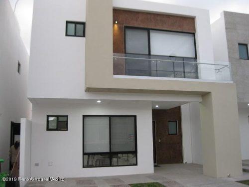 Casa En Venta En Altos De Juriquilla, Queretaro, Rah-mx-20-176
