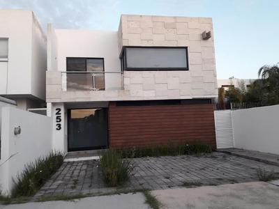 Juriquilla $14,500 Oportunidad! Amplia Casa Con Seguridad