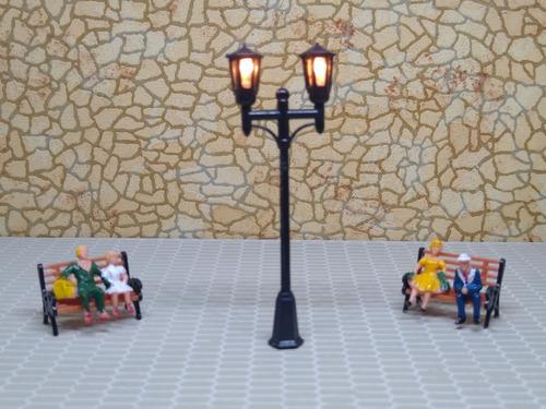 Imagen 1 de 9 de Nico 2 Farolas D Estilo 65 Mm C/lampara Plastico H0 (eih 22)