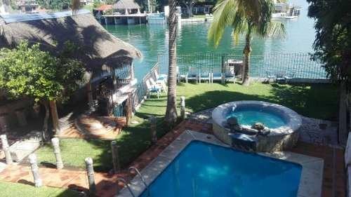 Hermosa Residencia A Orilla Del Lago De Tesquesquitengo