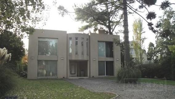 Mieres Propiedades - Casa De 450 Mts. En Olivos Golf Club