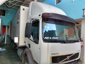 Caminhão Truck Com Baú Frigorifico Com Gancheira Volvo Vm240
