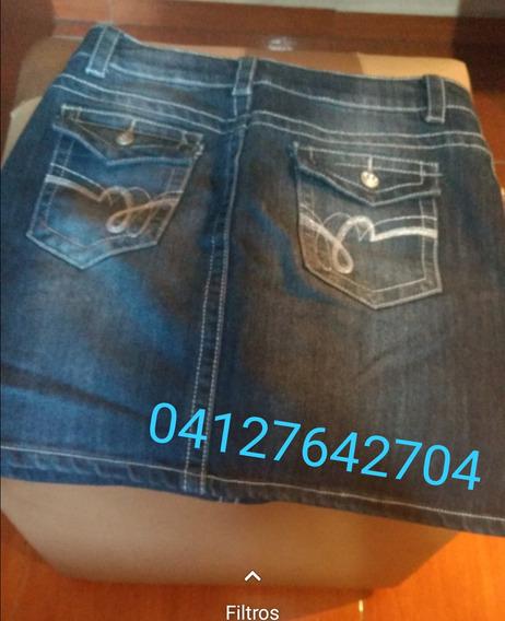 Pantalones De Colores Y Falda De Jean