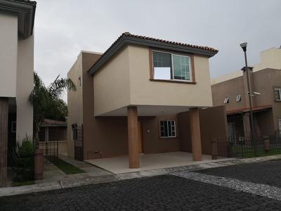 Venta De Casa En Conjunto Resid. Col. Casa Blanca, Metepec.