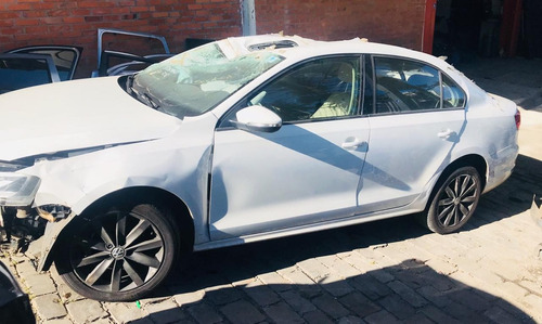 Imagem 1 de 5 de Sucata Volkswagen Jetta 2.0 - Câmbio,motor,porta,lataria