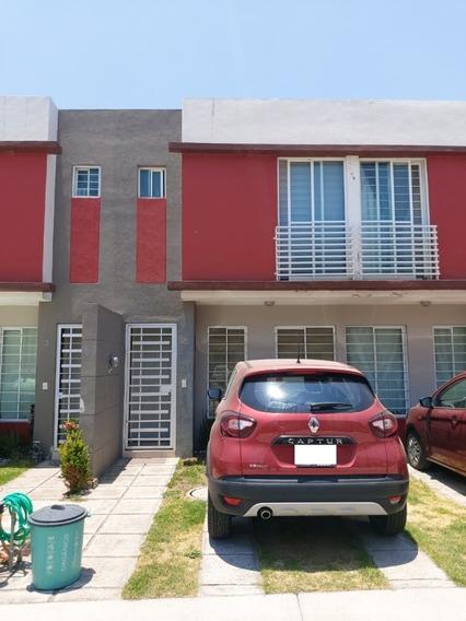 Casa En Venta En Rinconada De Los Robles, Zapopan, Jal.