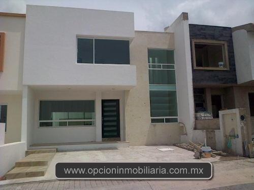 Se Vende Hermosa Casa En El Refugio, 3 Recamaras, Estudio..