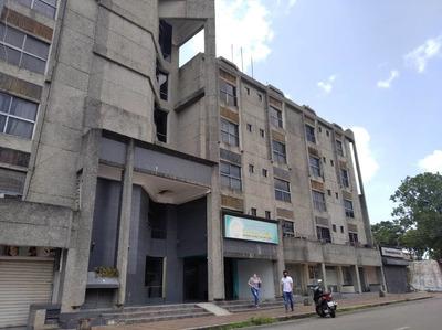 Consultorio En Alquiler En C.c. Santa Sofia - Las Avenidas