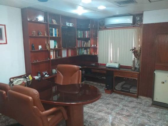 Oficina En Venta En El Centro 04121994409
