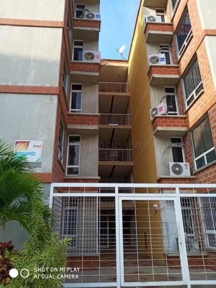 Fresco Apartamento En La Guaira, Parroquia Carayaca.