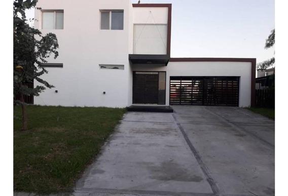 Casa En Venta De 4 Ambientes Al Río En Barrio San Marco, Vil