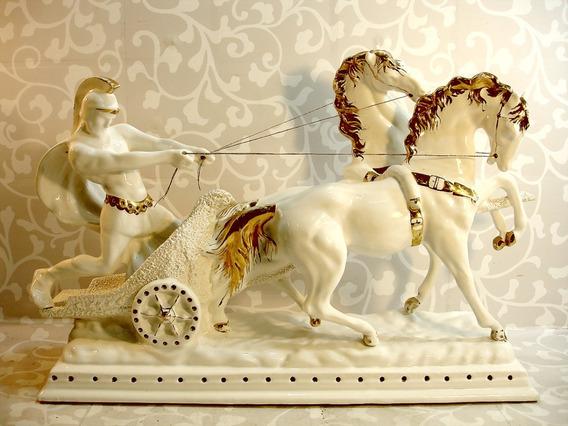 Escultura Em Porcelana Europeia Romano Na Biga Bela Raridade