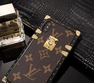 Oferta 1 Case Capa iPhone X Louis V Monograma Dourada